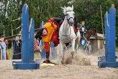 Adeln Sie auf dem Pferd Lizenzfreies Stockfoto