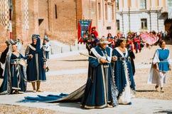Adelsmannar i medeltida dräkter Royaltyfria Bilder