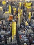 Adem die kijk op Manhattan van Empire State Building in NY hebben Stock Foto