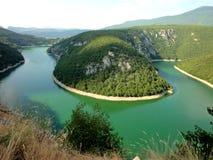 Adem die landschapsfoto van schone groene rivier nemen royalty-vrije stock afbeeldingen
