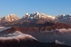 Adembenemend berglandschap met prachtig royalty-vrije stock foto