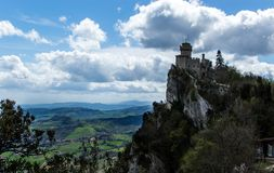 Adembenemend panorama met de vesting van San Marino royalty-vrije stock foto's