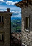 Adembenemend panorama met oude daken stock foto