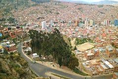 Adembenemend satellietbeeld van La Paz de hoofdstad van Bolivië zoals die van de Mi kabelwagen van Teleferico wordt gezien royalty-vrije stock afbeeldingen
