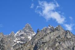 Adembenemende mening over rotsachtige bergen Royalty-vrije Stock Afbeeldingen
