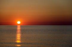 Adembenemende vroege ochtendzonsopgang in Sardinige, Italië Royalty-vrije Stock Foto