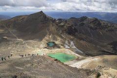 Adembenemende vulkanische landschapsmening vanaf de bovenkant van onderstel Ngauruhoe Één van de grote gangen in Nieuw Zeeland, h Stock Afbeeldingen
