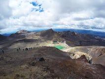 Adembenemende vulkanische landschapsmening vanaf de bovenkant van onderstel Ngauruhoe Één van de grote gangen in Nieuw Zeeland, h Royalty-vrije Stock Foto