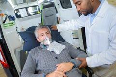 Ademhalingsmasker voor patiënt stock afbeelding