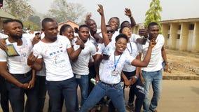Adeoba avläggande av examendag royaltyfri bild