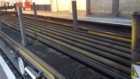 Aderências do trem sob a ponte Fotografia de Stock