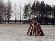 Adeus ao inverno Semana da panqueca Fogueira grande imagens de stock