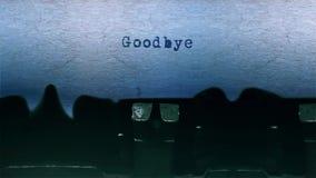 Adeus a datilografia da palavra centrou-se em uma folha de papel no áudio velho da máquina de escrever vídeos de arquivo