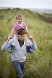 Adhérence de père et de fils photographie stock libre de droits