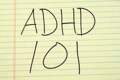 ADHD 101 auf einem gelben Kanzleibogenblock Stockbild