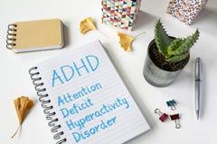 ADHD-Aufmerksamkeits-Defizit-Hyperaktivitäts-Störung geschrieben in Notizbuch Lizenzfreies Stockfoto