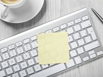 adhesive notatki pióro fotografia stock