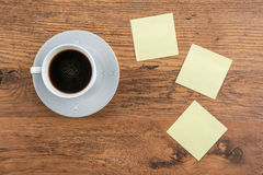 Adhesive Note and coffee on the desk Stock Photography