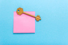 Adhesive note post and key Stock Image
