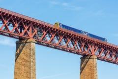 Adiante ponte, ponte railway em Escócia com passagem do trem Fotografia de Stock Royalty Free