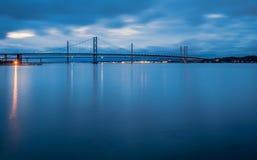Adiante pontes da estrada na noite Fotos de Stock Royalty Free