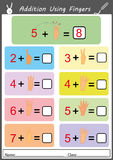 Adición usando los fingeres, hoja de trabajo de la matemáticas Foto de archivo libre de regalías
