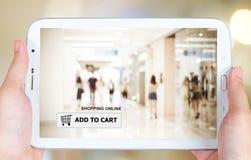 Adicione ao carro na tela da tabuleta, negócio, comércio eletrônico Imagens de Stock Royalty Free