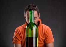 Adicto al alcohol imagen de archivo libre de regalías