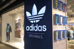 Adidas arbeiten um Lizenzfreie Stockfotografie