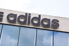 Adidas auf den Hauptsitzen in Amsterdam Stockbild