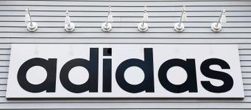 Adidas de signe sur la construction image libre de droits