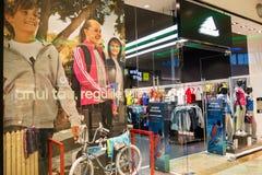Adidas font des emplettes photographie stock