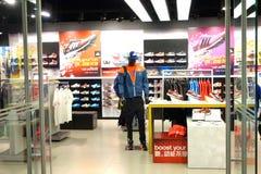 Adidas hace compras Fotografía de archivo