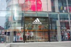 Adidas kaufen Lizenzfreies Stockbild