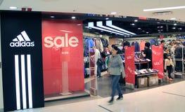 Adidas kaufen in Hong Kong Lizenzfreies Stockbild