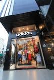 Adidas kaufen in Thailand Stockfotografie