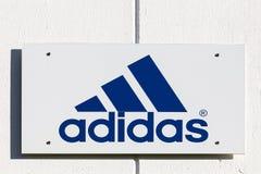 Adidas-Logo auf einer Wand Lizenzfreies Stockbild