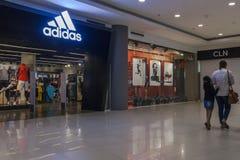 Adidas Przechuje w Gaisano centrum handlowym Fotografia Royalty Free