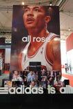 Adidas si leva in piedi, adidas è tutto dentro Fotografie Stock Libere da Diritti