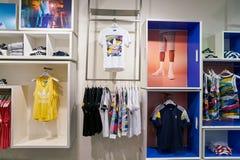 Adidas speichern Stockbilder