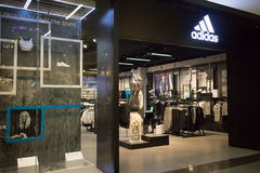 Adidas-winkel in Centraal MAI van Festivalchiang Royalty-vrije Stock Foto's