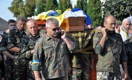 Adieu aux défenseurs tombés du _12 de l'Ukraine Denis Gromovyy Photo stock