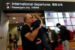 Adieu de famille dans l'aéroport Photo libre de droits