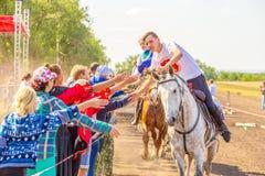 Adieu du groupe de dzhigitovka avec l'assistance Festival équestre dans la région de Samara images stock