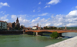 Adige flod, Verona, Italien Arkivfoto