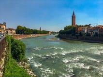 Adige rzeka w Verona, Włochy obrazy stock