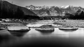 Adige rzeka w Włochy obrazy stock