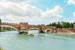 Adigerivier in Verona, Italië stock foto