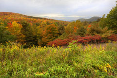 Adirondack-Berge während des Herbstes Lizenzfreie Stockfotos
