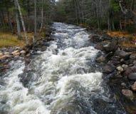 Adirondack-Fluss im Herbst nach einem starken Regen Lizenzfreie Stockfotos